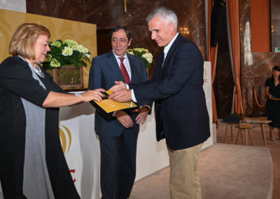 Miguel receiving recognition by the CSIC president, June 2019, Madrid